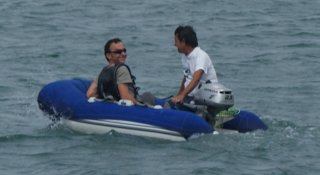 jose-y-quique-en-el-dinghy