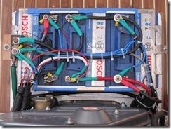 Nueva cajonera para los bancos de baterías, justo a proa del motor